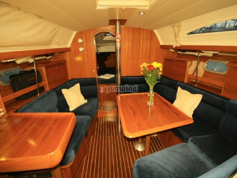 Charter yacht 37ft with heating