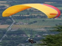 Experience the freedom of paragliding