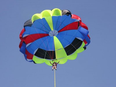Single parasailing in the bay of Roses 15 min
