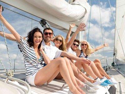 Private Sailboat Day in Garraf & Appetizer
