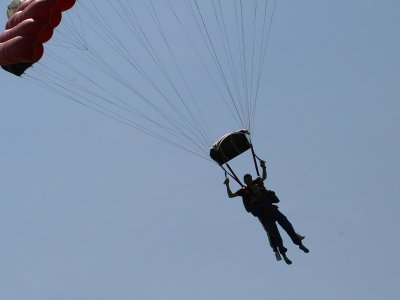 Skydiving with parachute near Jerez with video