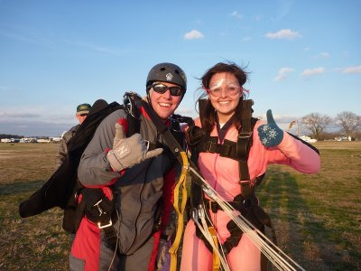 Parachuting for couples in Cádiz with video