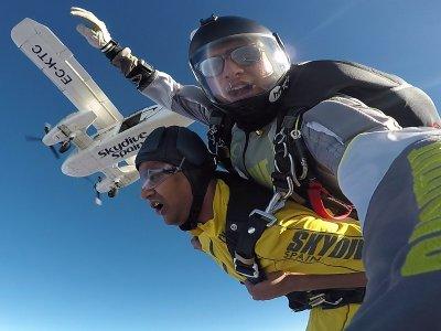 Saint Valentine offer parachuting 3,000 m Sevilla