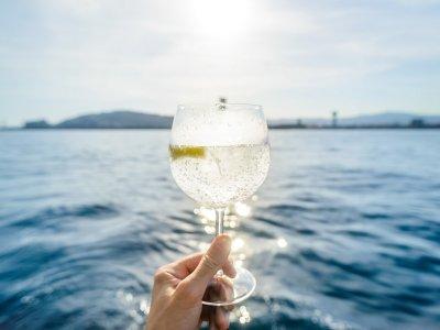 Sailing on a Classic Sailboat + Gin & Tonic, BCN