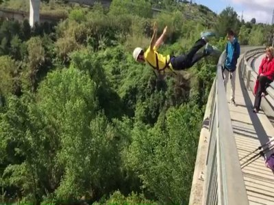Bungee jump 30 m in Sant Sadurní d'Anoia