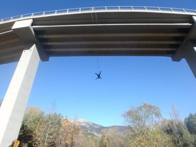 Bungee jumping in Saldes for bachelor/ette parties