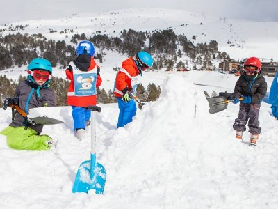 Build an igloo in the Tena Valley