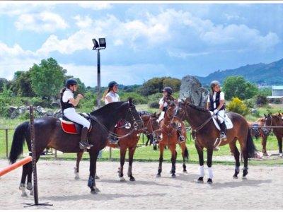 Learn to ride a horse in La Pedriza 12 classes