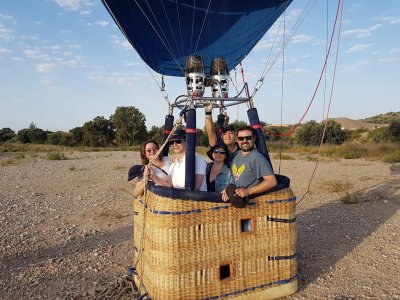 Hot-air balloon ride in Huesca lunch and photos