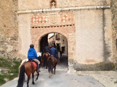 Equestrian tour and special hamburguer in Buitrago