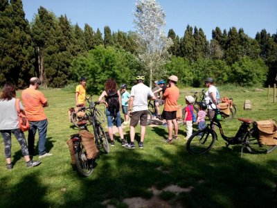 Burricleta (e-bike) medieval towns Girona children