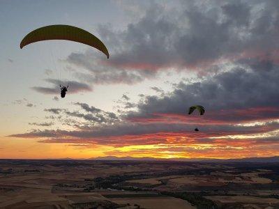 Individual paragliding baptism couples in Alarilla