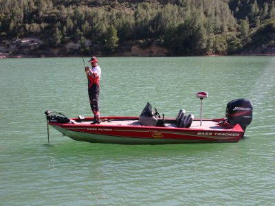 Recreational fishing in Cortes de Pallas
