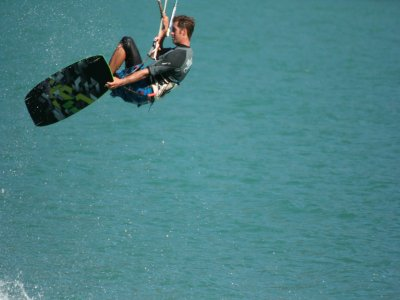 Kitesurfing course 3 hours in group in Marbella