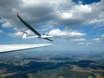 1h simultaneous glider flight for 2 over Pyrenees