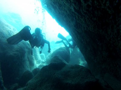 Diving expedition from a boat in Tarragona