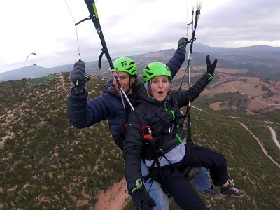 Paraglider flight for two in Igualada 15-20 min