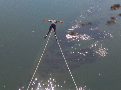 Bungee jumping for groups in river Miño