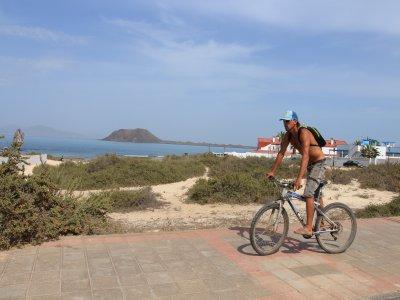 Bike tour through the town Corralejo 2 hours