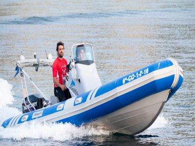 Motorboat rental with skipper 1h in Laracha
