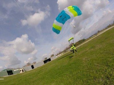 Skydiving jump 4700 m high in Villamartín