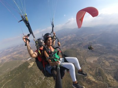 Fly in a two-seater paraglider with your partner (Cadiz)