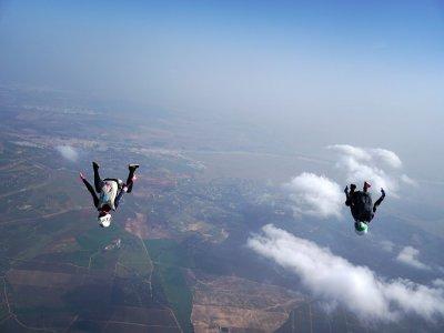 Spring parachuting offer in Seville 3,000 m