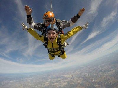 Parachuting in Seville 4,600 m Spring offer
