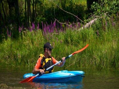 Single-seater kayak rental La Torrassa lake 30min