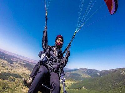 Paraglider flight mountains Pedro Bernardo 30 min