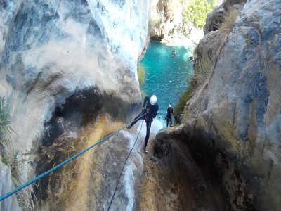 Initiation water canyoning in Otívar
