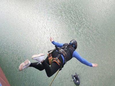 Two bungee jumps from 30 meters Mula bridge