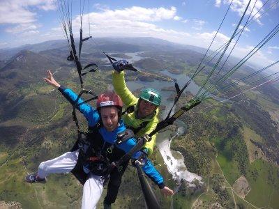 Acrobatic paragliding flight in El Bosque 30 min