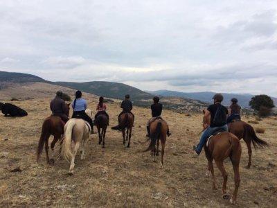 Horse riding tour in Buitrago de Lozoya 2h 30 min