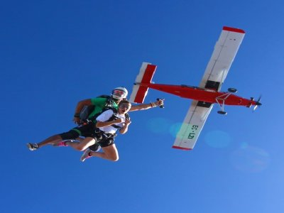 Tandem jump Barcelona from 4,000 m weekend