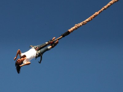 Two bungee jumping in Saldes from 30 meters