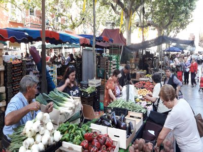 Guided tour Vilanova market and cooking workshop