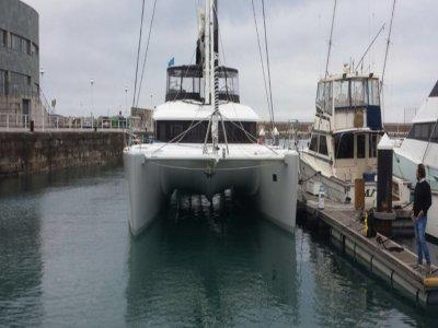 Catamaran rental in Gijón 1 hour