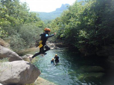Canyoning families in the Vall d'en Bas
