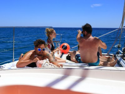 Catamaran tour kids with BBQ and drinks Cambrils