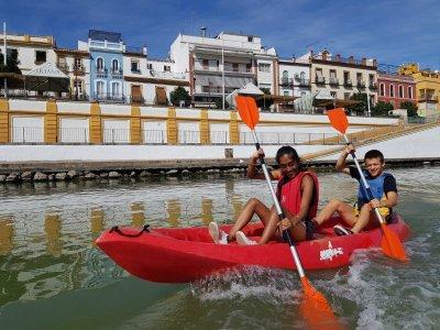 Guided kayak tour for children in the Guadalquivir