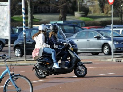 Scooter rental with helmets in Cala Millor 1 day