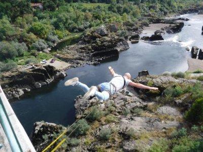 Double bungee jumping Arbo International Bridge