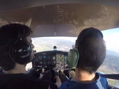 Basic 1-hour flight and aviation course Barcelona