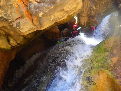 Canyoning in Mascún Superior in Sierra de Guara