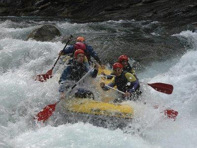 Rafting on the Ara river in the Pyrenees Aragón 2h