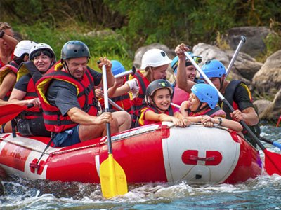 Family rafting on the Ésera river in Campo 2 h