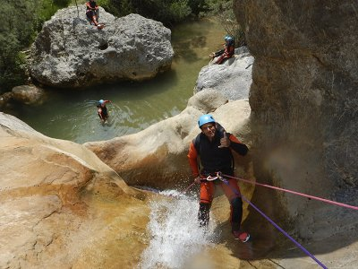 Viú de Llevata canyoning route in the Pyrenees 4 h