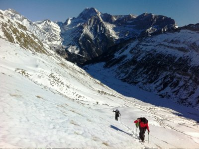 Family snowshoeing route in Valle de Tena