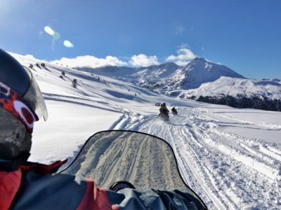 Two-seater snowmobile route in Encamp 30 min